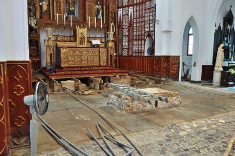 ハノイ大教会は工事中
