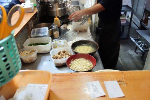 普通麺と生麺/三丁目そば