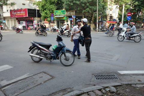 ハノイでバイク同士の喧嘩