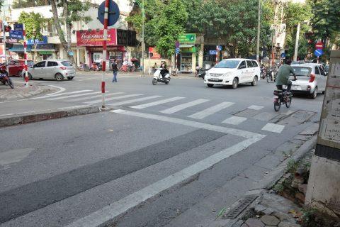 ベトナムハノイの横断歩道