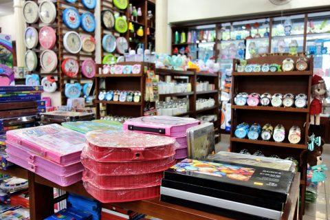 時計/ハノイの書店