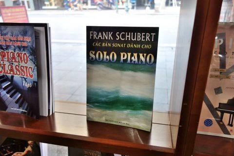 シューベルトの楽譜/ベトナムの書店