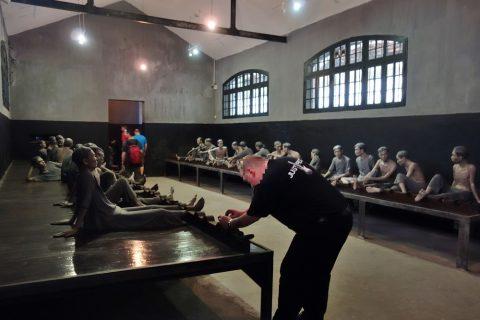 捕虜が繋がれていた部屋/ホアロー収容所