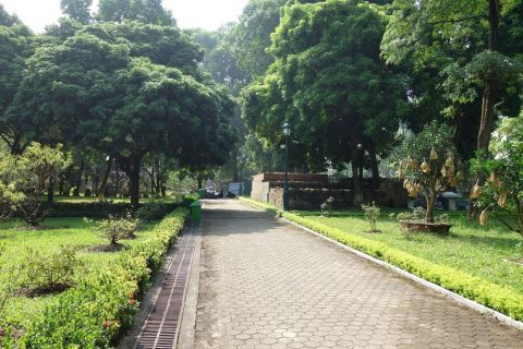 タンロン遺跡の園庭