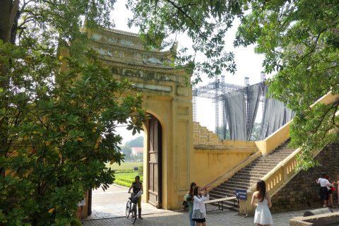 端門の階段