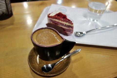 madame-huong-hanoiのコーヒーとケーキ