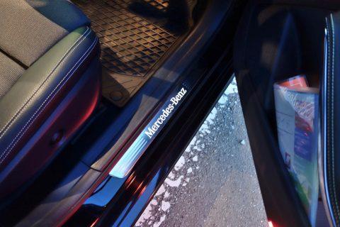 mercedes-benz-a180のドアの足元にあるマーク