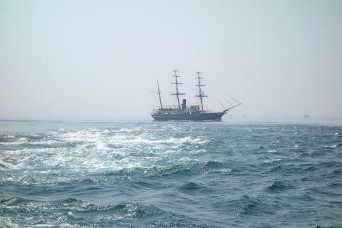 帆船のクルーズ船