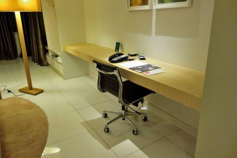 PARKROYAL-Serviced-Suites-KualaLumpur/デスク