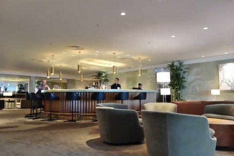 The-Pier-First-Class-LoungeのBarエリア