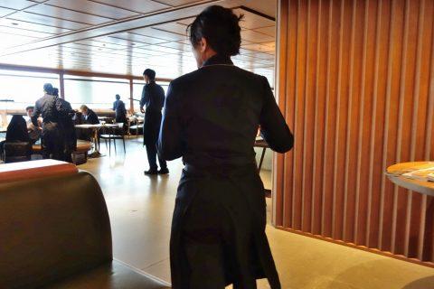 The-Pier-First-Class-Lounge-restaurantのアテンド