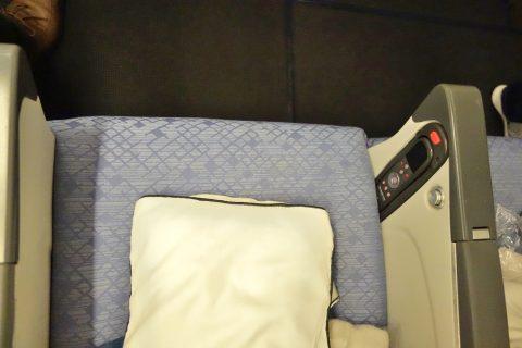 cathaypacific-777-200/シート幅44センチ