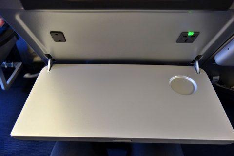 コンセントつきテーブル/キャセイパシフィック航空