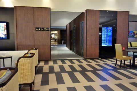 golden-lounge-satellite/トイレ・シャワー入口