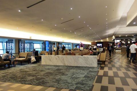 golden-lounge-satellite/広いラウンジエリア