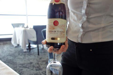 赤ワイン/ゴールデンラウンジファーストのダイニング