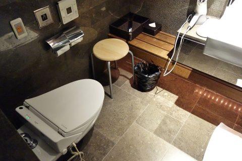 JALファーストクラスラウンジのシャワーとトイレ