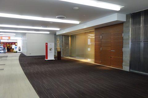 成田空港サテライトラウンジ入口