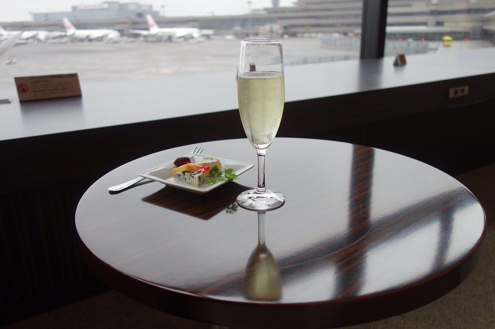 jal-firstclass-lounge-satellite (23)