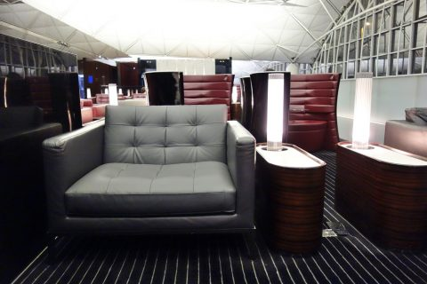 the-wing-first-class-loungeのソファー