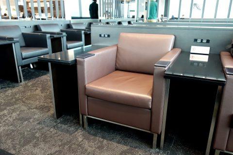 ANAラウンジ114ゲートの椅子