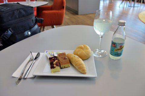 ビュッフェの試食/ウィーン国際空港オーストリア航空ラウンジ
