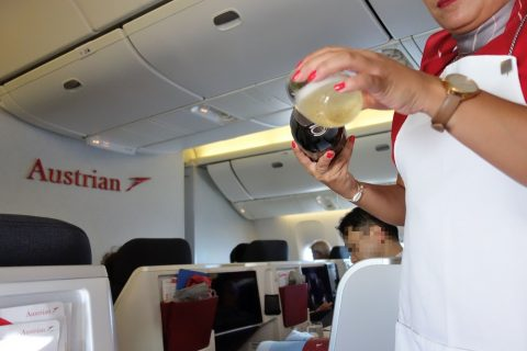 シャンパンのservice/austrian-airlines-businessclass