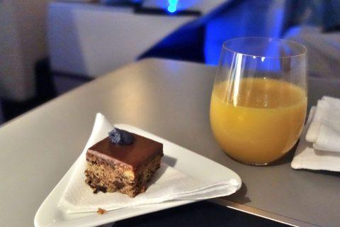 一口サイズのケーキ/オーストリア航空ビジネスクラス