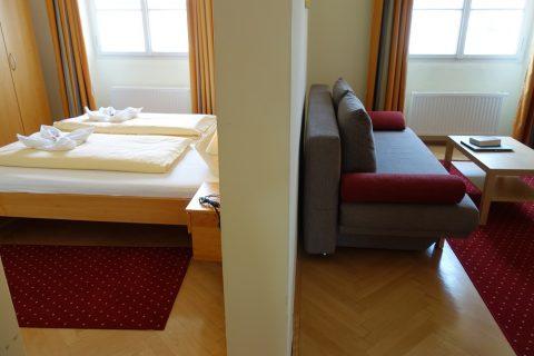 リビングとベッドルーム/gastehaus-im-priesterseminar