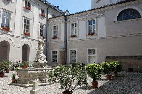 中庭/gastehaus-im-priesterseminar