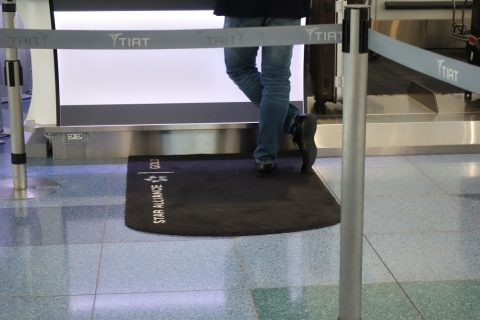 ビジネスクラスカウンターの絨毯/羽田空港