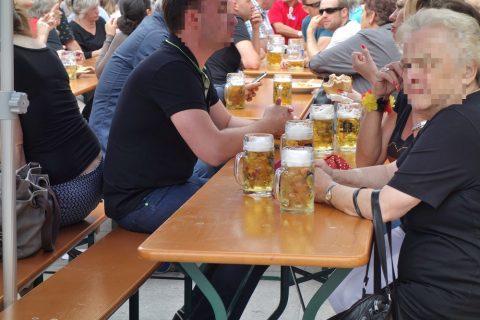 マリエン広場で飲むビール