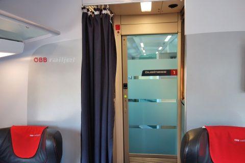 レイルジェットのビジネスクラスのカーテン