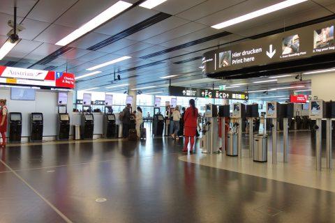 ウィーン国際空港オーストリア航空チェックインカウンター