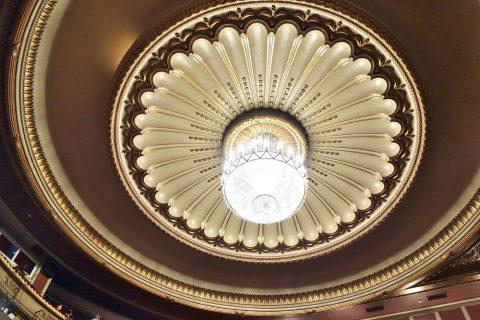 天井のシャンデリア/サルスエラ国立劇場