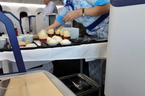 デザートのワゴンサービス/ANAビジネスクラス