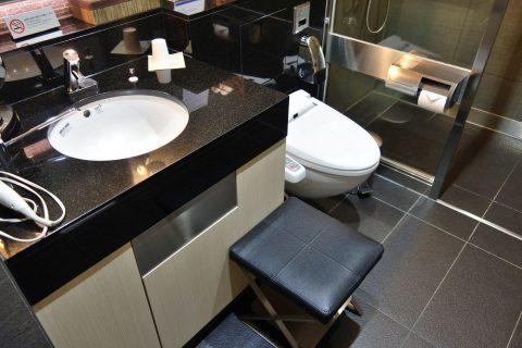 トイレ付のシャワールーム/ANAラウンジ
