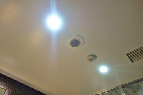 天井のライト/ANAラウンジのシャワールーム