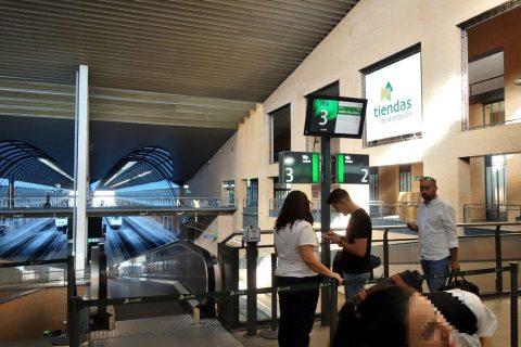 セビリアサンタフスタ駅ホーム入口