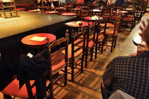 casa-patas-madrid/椅子とテーブル