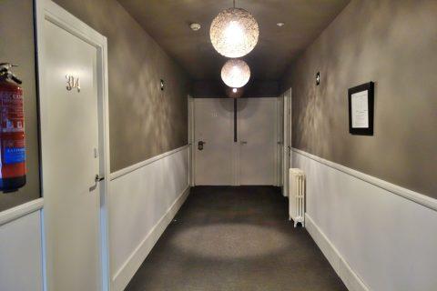 hotel-acta-madfor-madrid/部屋の入口