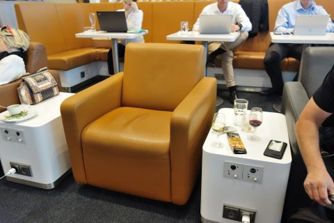 lufthansa-business-lounge-munich/ソファ