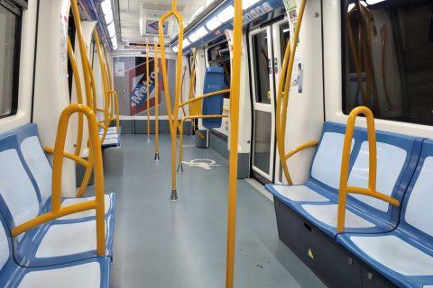 madrid-metroの車内