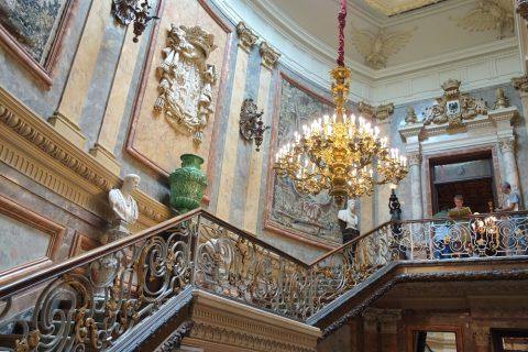 大階段の拭きぬけ/セラルボ美術館