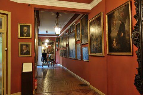 廊下/セラルボ美術館の絵画