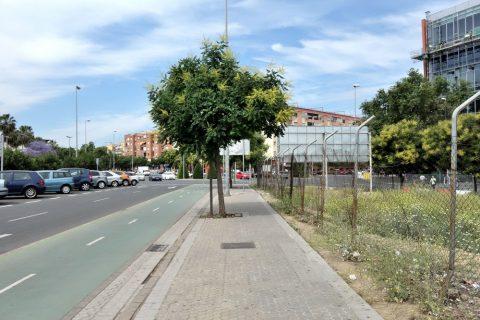 セビリアサンタフスタ駅へのアクセス