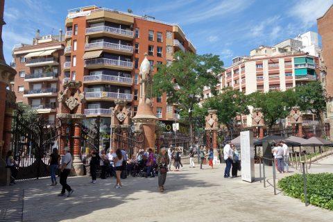 サンパウ病院前広場