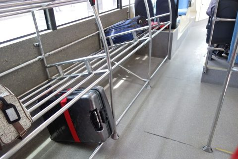 aerobus-barcelona/荷物棚