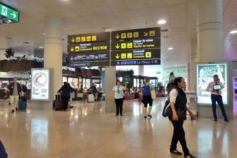バルセロナ空港ターミナル1到着ロビー