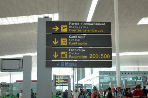 バルセロナ空港案内表示